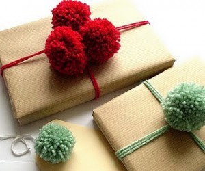 pom-pom-gift-topper