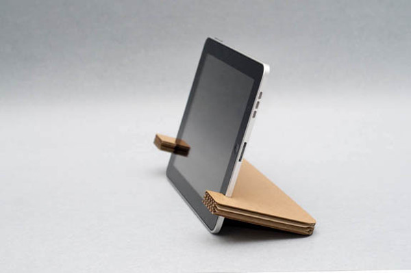 stand-for-tablet-cardboard